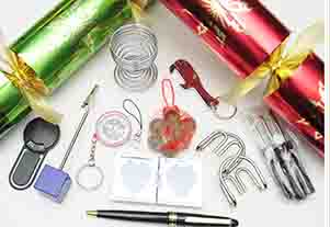 Red & Green Christmas Crackers 12