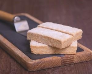 Cake Company Butter Shortbread p/p 12