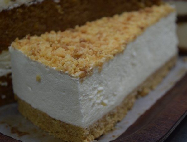 Vanilla Madagascan & Crumble Cheesecake 16 Presliced Portion
