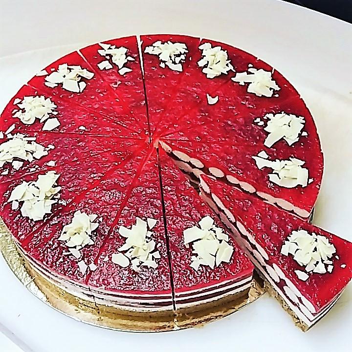 Raspberry Ripple Cheesecake 16 Presliced Portions