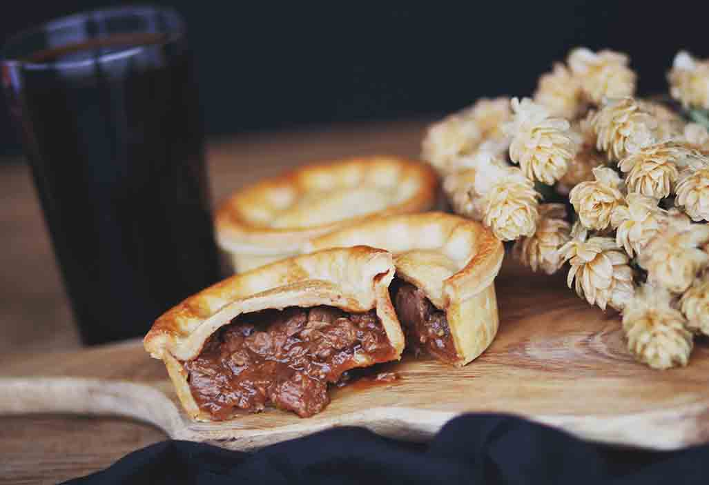 Toms Steak & Ale Pie 6 x 260g